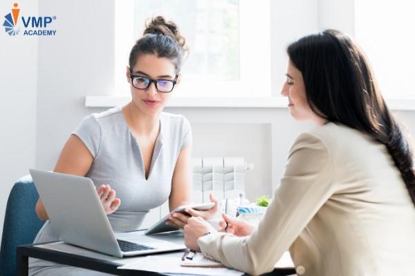 Trình bày chi tiết kế hoạch cho Nhân viên và lắng nghe, điều chỉnh